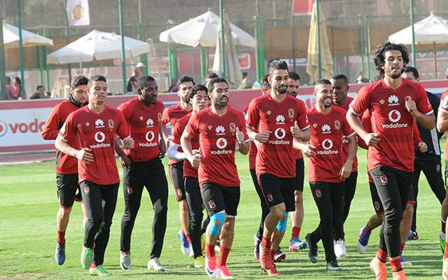 تدريبات بدنية للاعبين في مران الأهلي اليوم