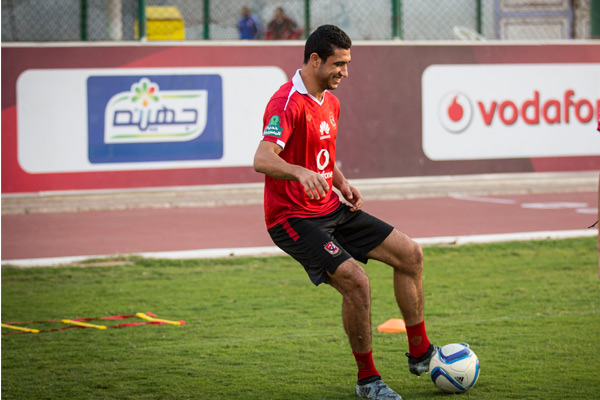 رامي ربيعة يجدد تعاقده مع النادي الأهلي