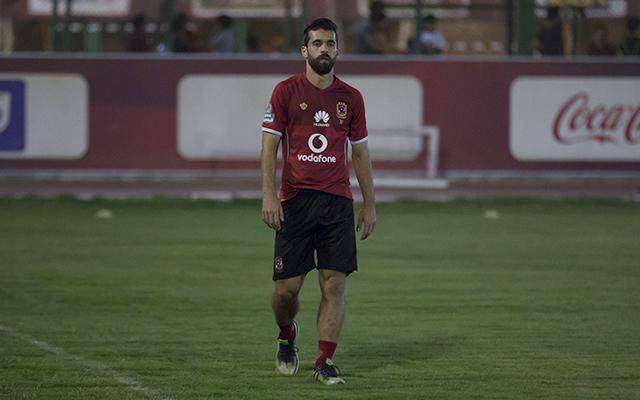 عبدالله السعيد يبدأ الجري حول الملعب