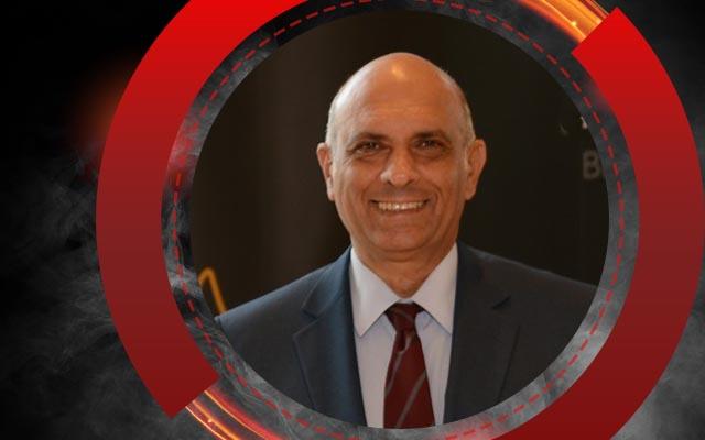 عماد وحيد رئيسًا لبعثة فريق الكرة فى المغرب