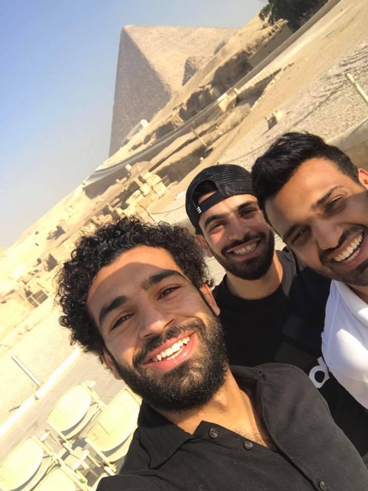 شاهد مشجع ليفربول يرحب بمحمد صلاح على طريقته الخاصة