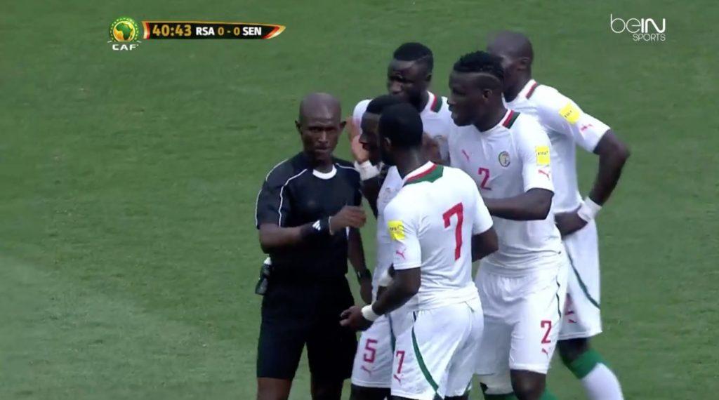 المحكمة الرياضية الدولية تنتقم للنادي الأهلي من حكم مباراة الترجي