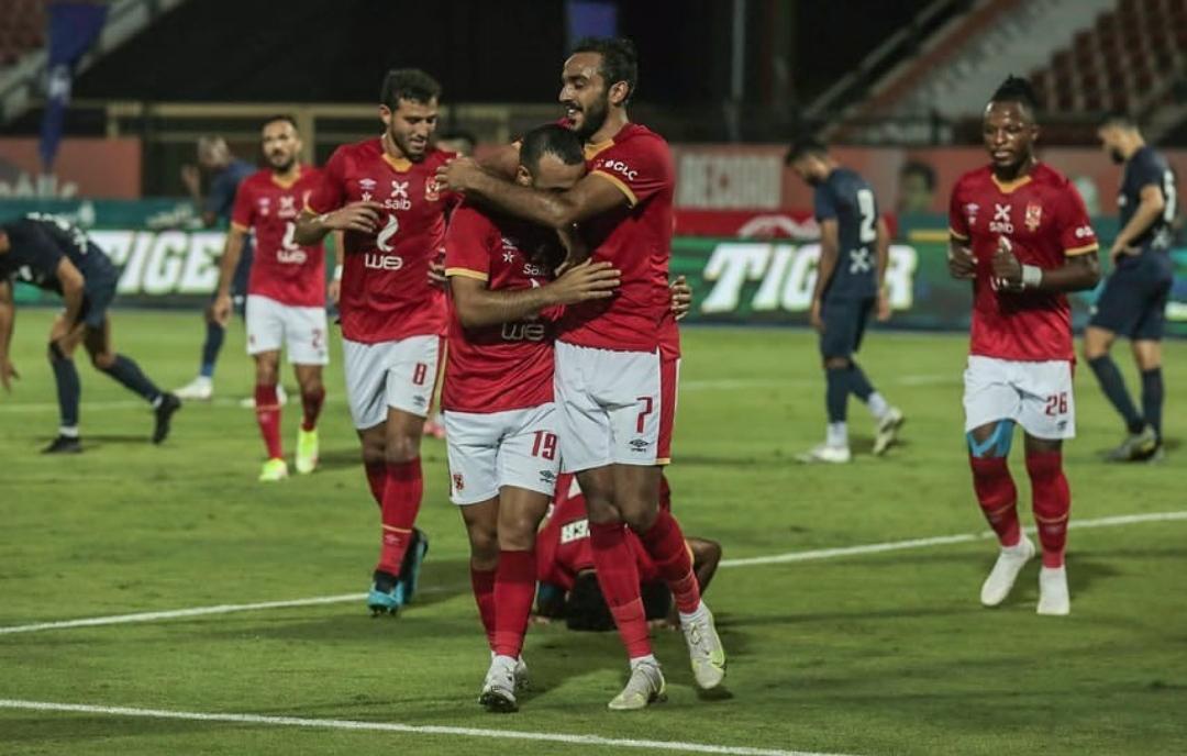 الأهلي يفوز علي إنبي بثنائية و يواصل القتال علي الدوري